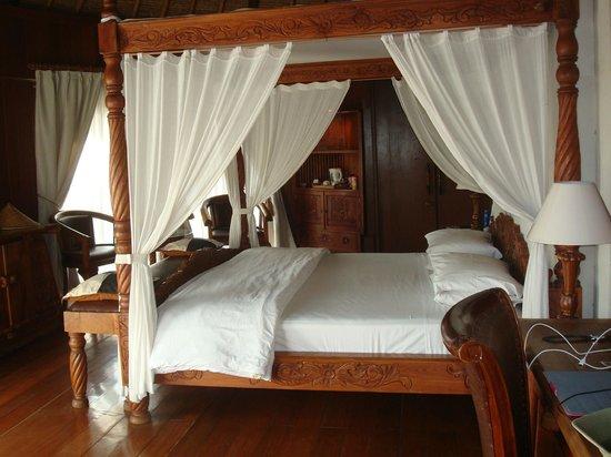 Dewani Villa : Bedroom in room 102