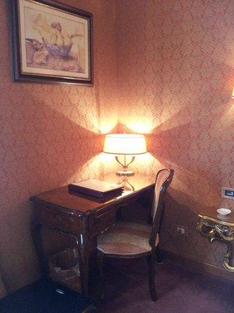 Hotel Locanda Vivaldi: Escritorio.