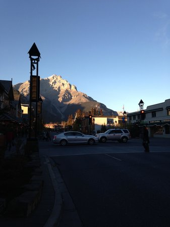 Mount Royal Hotel : View from Banff Ave