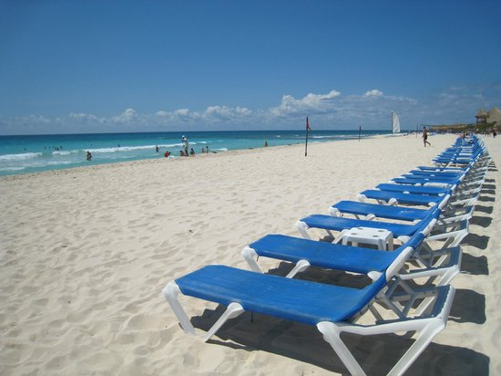 Valentin Imperial Maya: Beach Chairs