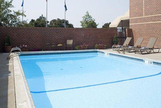 Sheraton Denver Tech Center Hotel : Outdoor Heated Pool