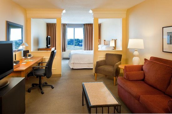Four Points by Sheraton Fairview Heights: King Suite With Sofa Bed