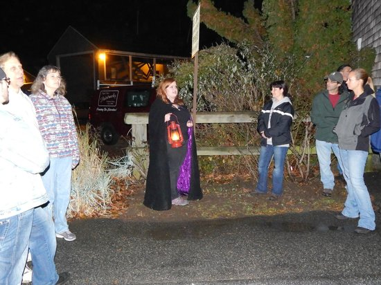 Seaside Shadows Haunted Tours : Courtney tells guests of the most famous ghost in Mystic