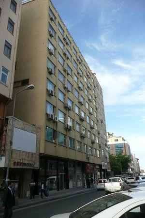 SV Business Hotel Diyarbakir : View from the road