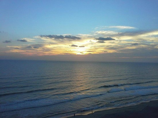 Hilton Melbourne Beach Oceanfront: Sunrise from our balcony - Room 1104