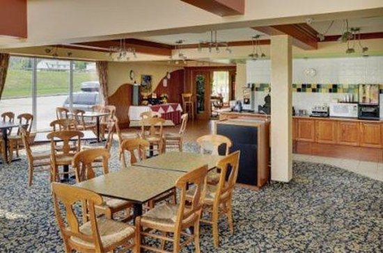 Lakeview Inns & Suites - Hinton: Breakfast Area