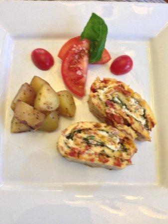 Abbeymoore Manor Bed and Breakfast Inn : Mediterranean Rolled Omelette... yummm