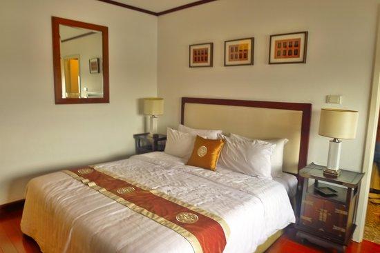 Saigon Domaine Luxury Residences: Master's Bedroom