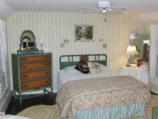 Wind Rush Chautauqua : Charming Rooms