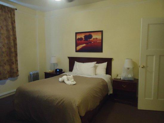 Baldwin Hotel: bedroom