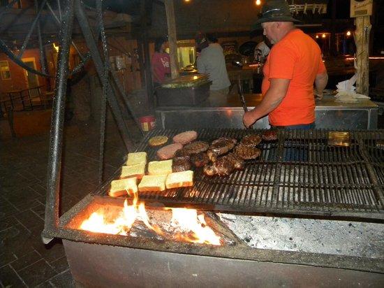 Mexican Hat Lodge and Swingin Steak: ristorante con griglia ad altalena