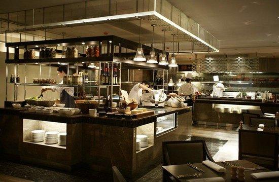 Hyatt Regency Perth: PERTH_P064 deli station with chefs