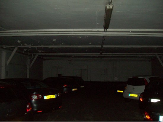 BEST WESTERN Hotel Cour St. Georges: Parking