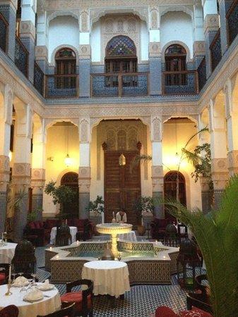 Riad Myra: lobby dining area rooms upstairs