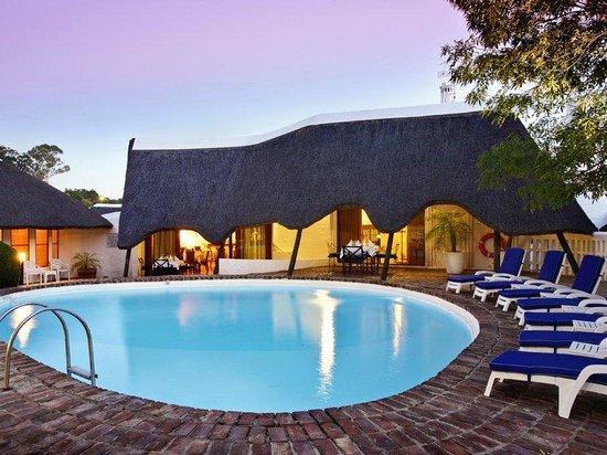 Protea Hotel by Marriott Oudtshoorn Riempie Estate : Pool Area