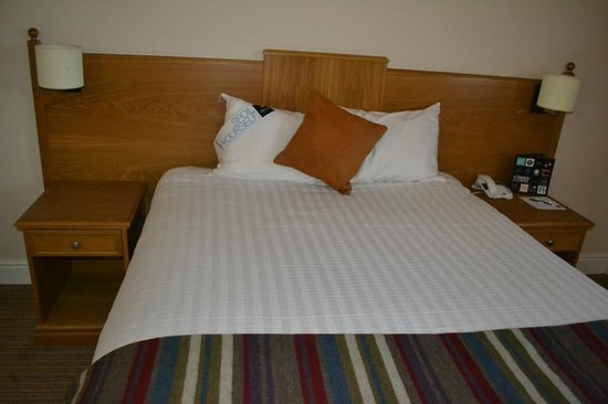 Village Hotel Coventry: Bed