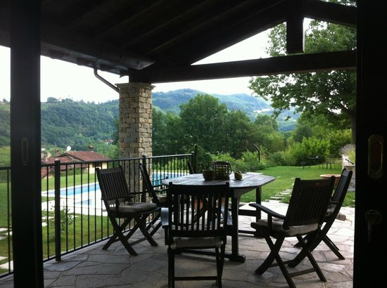 Agriturismo Nonna Du : Resting place near the pool.