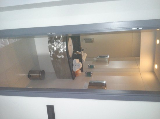 Zira Hotel: bathroom