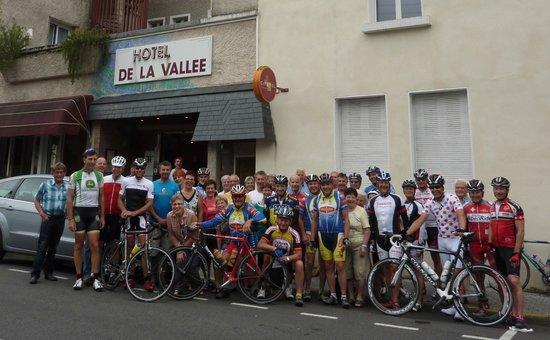 Hôtel de la Vallée : Die Maggi Lourdesgruppe vor dem Hotel La Vallee