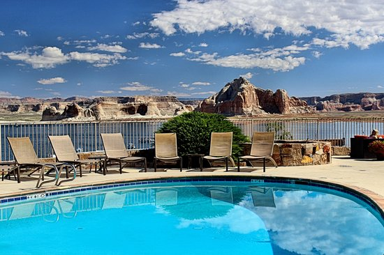 Lake Powell Resort: View from the pool