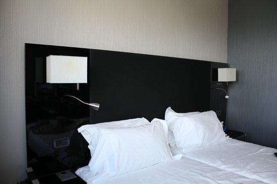 AC Hotel Firenze: Diseño actual en el mobiliario. Camas amplias y cómodas