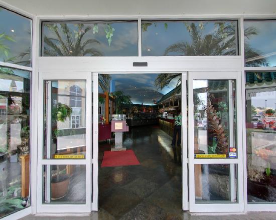 Mandarin Restaurant: Entrance