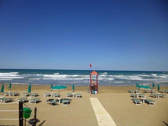Gusmay Resort - Hotel Gusmay & Suite Le Dune: Blick auf Strand und Meer