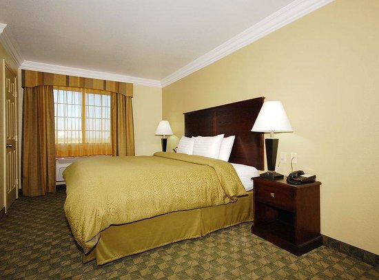 Scottish Inns Cresson: King Guest Room