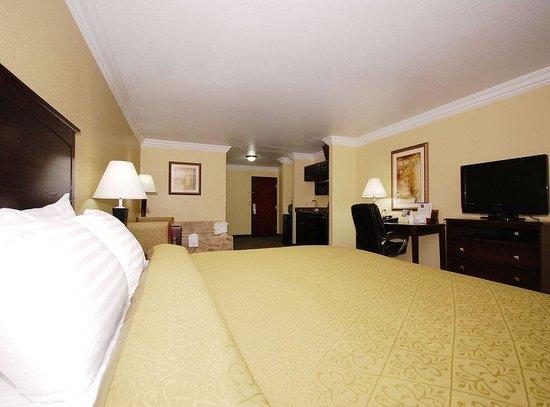 Scottish Inns Cresson: King Whirlpool Suite