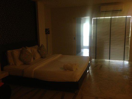 Surintra: the room1