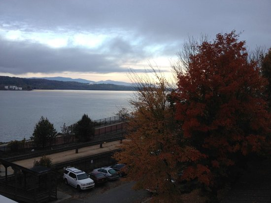 The Rhinecliff: Hudson River from balcony on Room 301