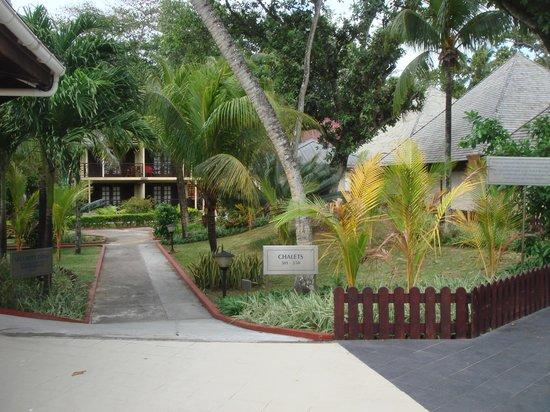 Berjaya Beau Vallon Bay Resort & Casino - Seychelles: vers les chalets