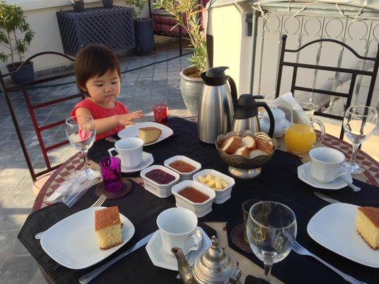 Riad D'ari: Breakfast on the roof