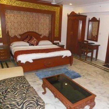Hotel Swagath : APRoom