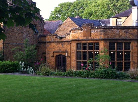 Mercure Banbury Whately Hall Hotel: los jardines, soñados
