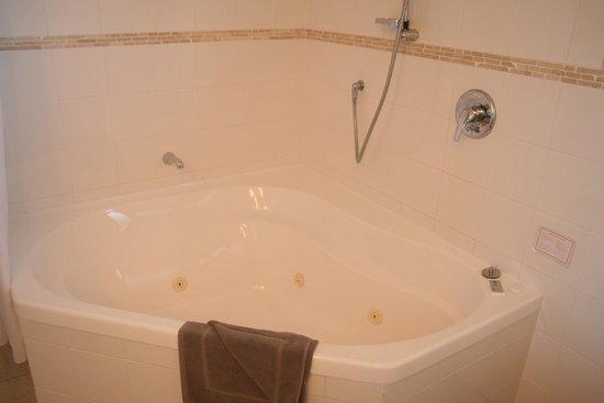 Whangaparaoa Lodge: Spa Bath