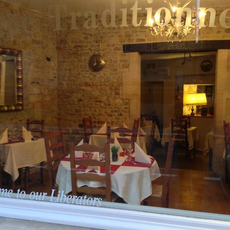 Le Petit Normand: quaint,intimate dining room