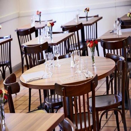 Kyriad Laval: Restaurant