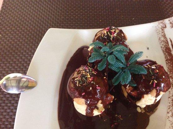 La Belle Chaudiere : Profiteroles,glace vanille,sauce chocolat