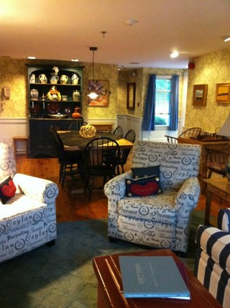Brass Key Guesthouse: Sitting area of Captains House, needed since room was tiny!