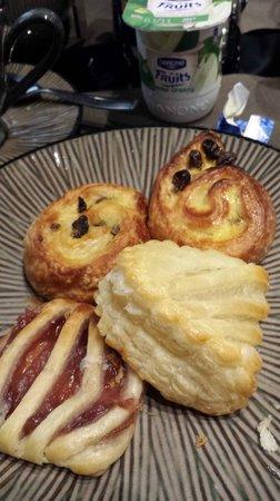 B Montmartre Hotel: breakfast