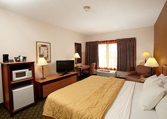 Quality Inn Fairmont: guest room