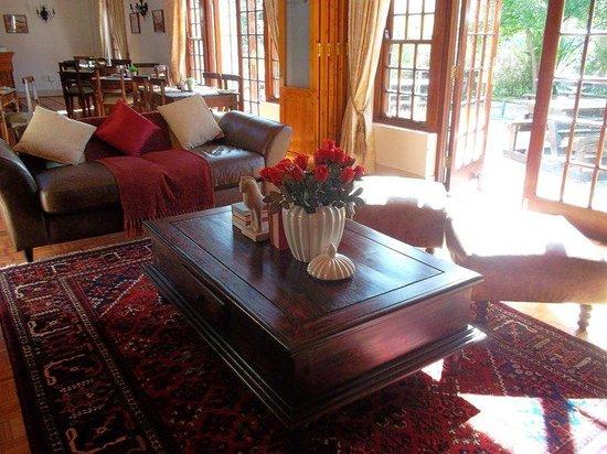Oakhurst Hotel: Interior