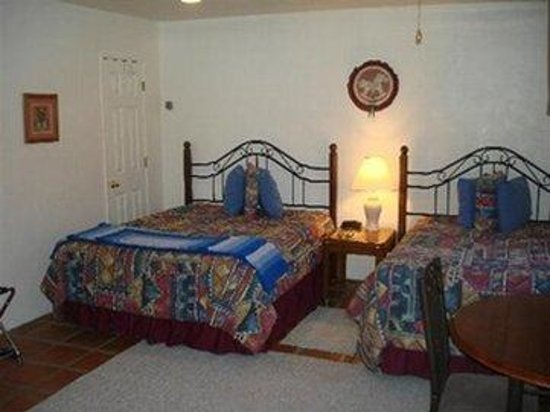Xanadu Ranch GetAway / Private Guest Rooms / Guest Ranch & Horse Motel : Two Queens