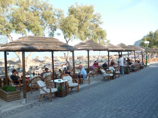 Levante Beach Hotel: Restaurant Seating area along promonade
