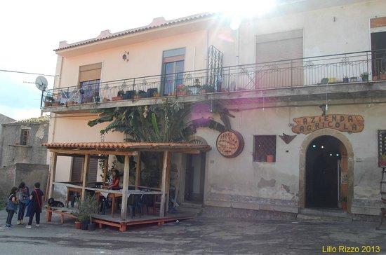 Patti, Italien: L'esterno del locale