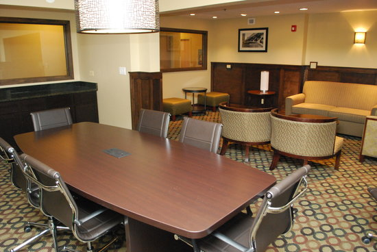 Best Western Plus Glenview-Chicagoland Inn & Suites: Complimentary 6 guest Boardroom