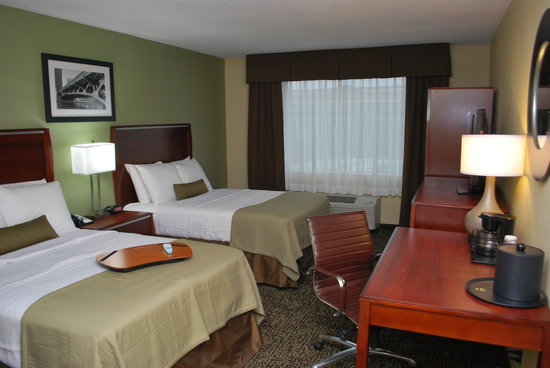 Best Western Plus Glenview-Chicagoland Inn & Suites: Two Double Bed Guest Room