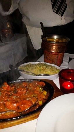Jaipur Cafe: Ternera con  especias y con arroz basmati  de acompañamiento.