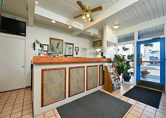 Rodeway Inn & Suites : front desk